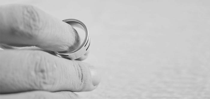 Automatisch ontslag hoofdelijke aansprakelijkheid bij echtscheiding?